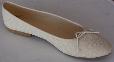 Queen Size Exclusive Ladies Footwear, Classic Pumps, White detail, Winter Collection.