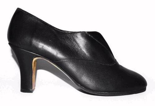 Queen Size Exclusive Ladies Footwear, Feminine Favorite Medium Heel, Black, Winter Collection.