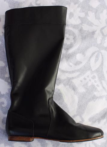 Queen Size Exclusive Ladies Footwear, Low heel Knee-high boot, Winter Collection.